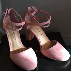 Super cute shoes NWT pink sandals gorgeous